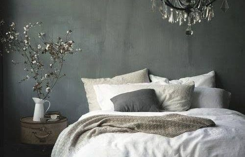 Decorate your own vintage bedroom