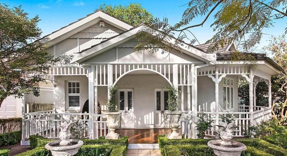 แบบบ้านสไตล์คลาสสิกหลังสีขาวนวล